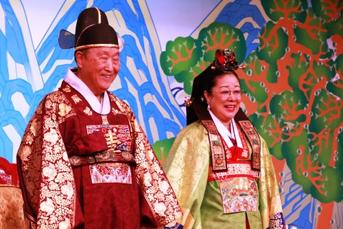 2010-Apr-29----Blessing-Anniversary----True-Parents.jpg